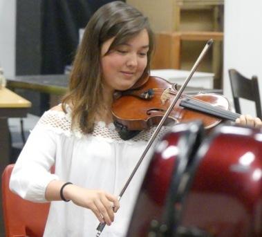 Broadstone Music Series imageViolin playing girl